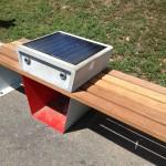 Solar Panel Phone Charger in Boston Common/Boston Common Park'ındaki Gunes Enerjisi ile Çalışan Telefon Şarj Aleti